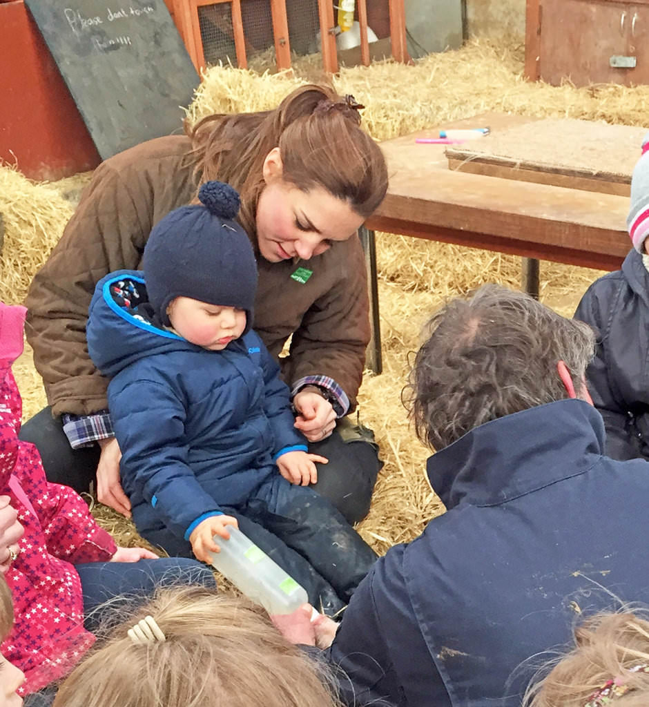 Kate-Middleton-Prince-George-Petting-Zoo-Pictures