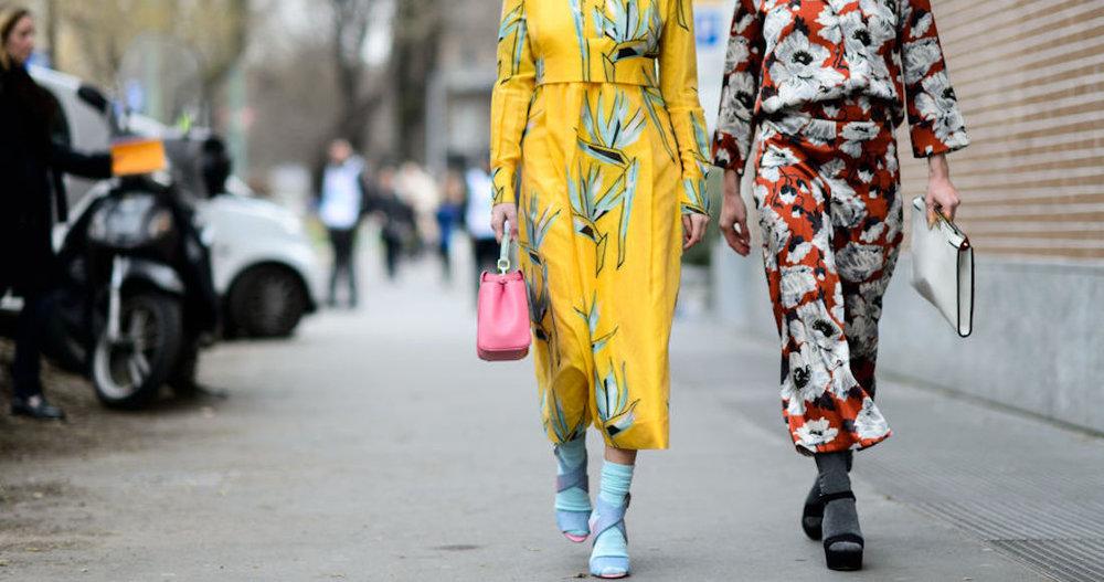 floral-prints-spring-florals-prints-bold-florals-yelow-coat-coat-dress-pajamas-socks-socks-and-sandals-mfw-street-style-elle.com_.jpg