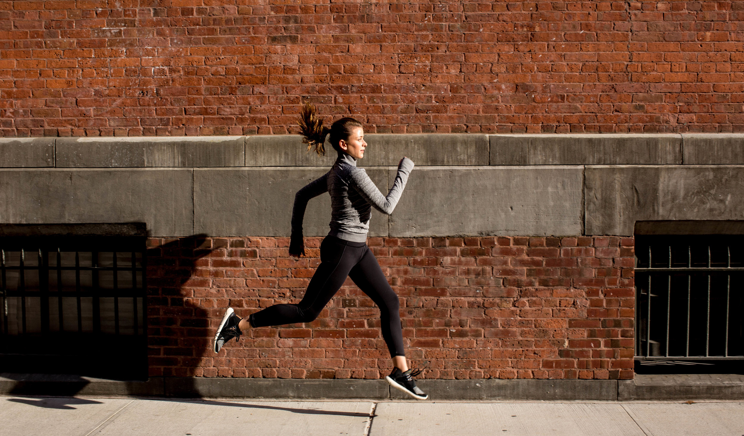 Sprinting through Tribeca in the Rest Less 1/4 Zip and Featherlight Tights.