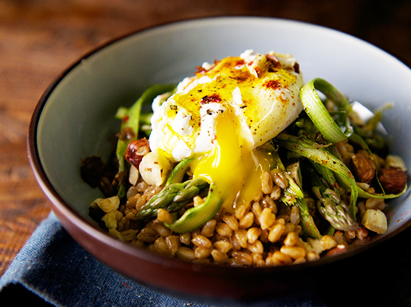 Warm-Farro-asparragus-and-poached-egg-Yes-more-please-1.jpg