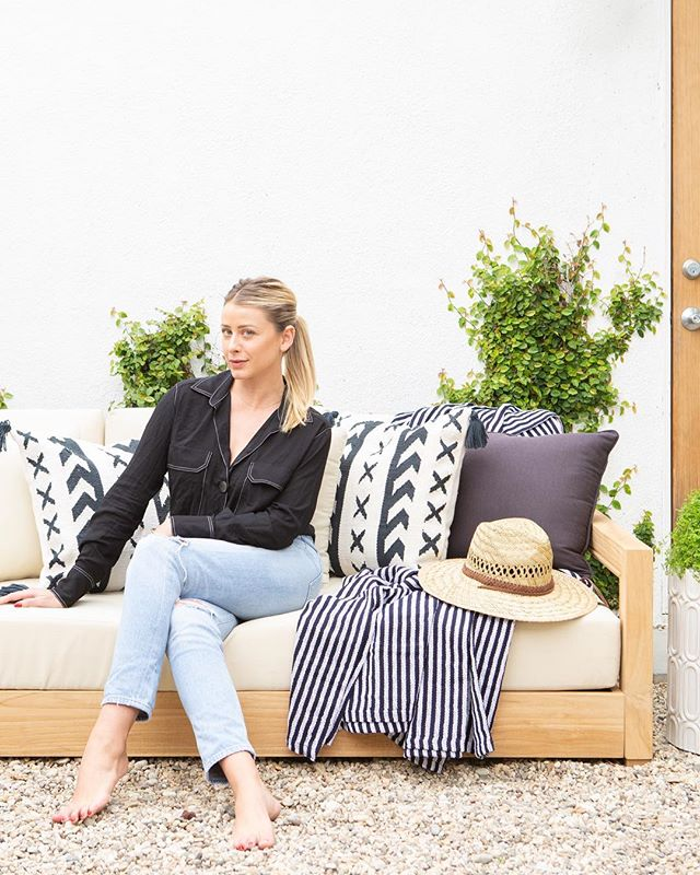 If you need me, I'll be completely swooning over #mymodernmakeover with @allmodern 😍. Not only did they transform my California cottage, they made it feel like home. I love how they had everything I needed to create a space where my friends and family can come to hang out all year round. Shop my space by heading to the link in bio #mymodernmakeover