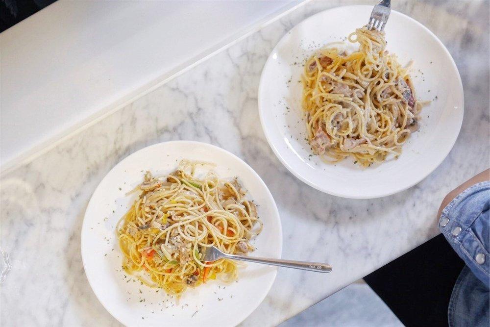 Spaghetti flatlay