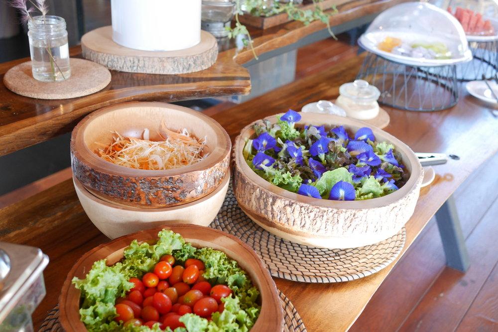 蝶豆花也是取自自家的花田。