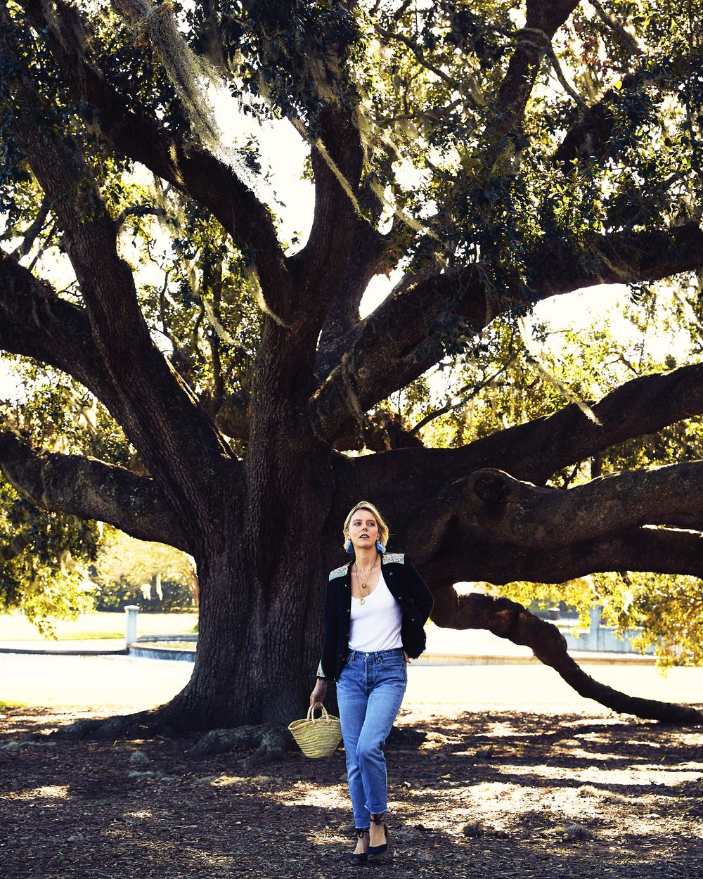 Hart in front of the historic Angel Oak Tree in Charleston, South Carolina.
