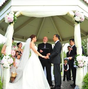 archway-wedding-flowers.jpg