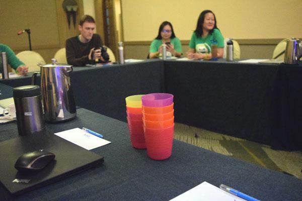 會議中因大家皆有帶環保杯,準備的塑膠杯都沒用上