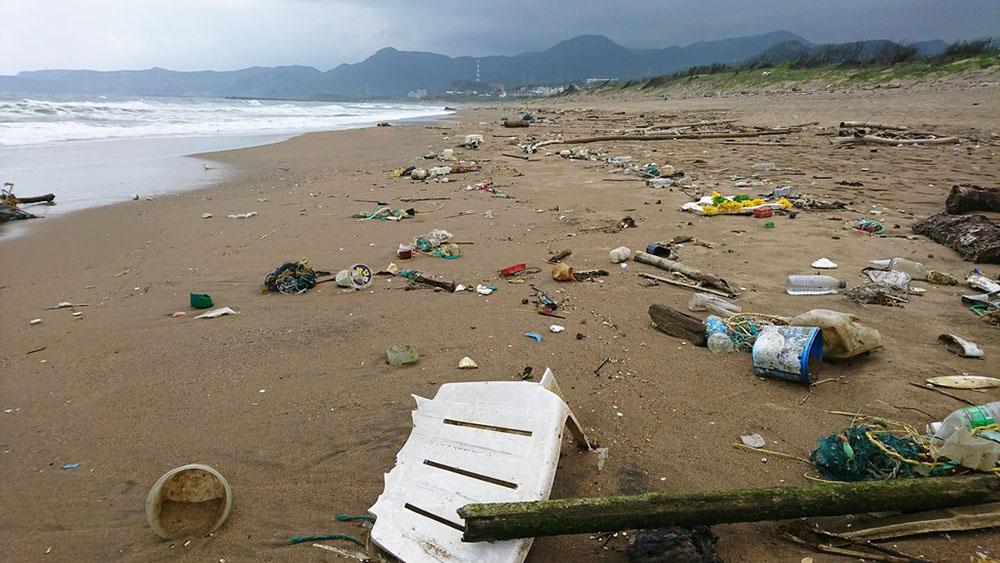 髒亂沙灘.jpg