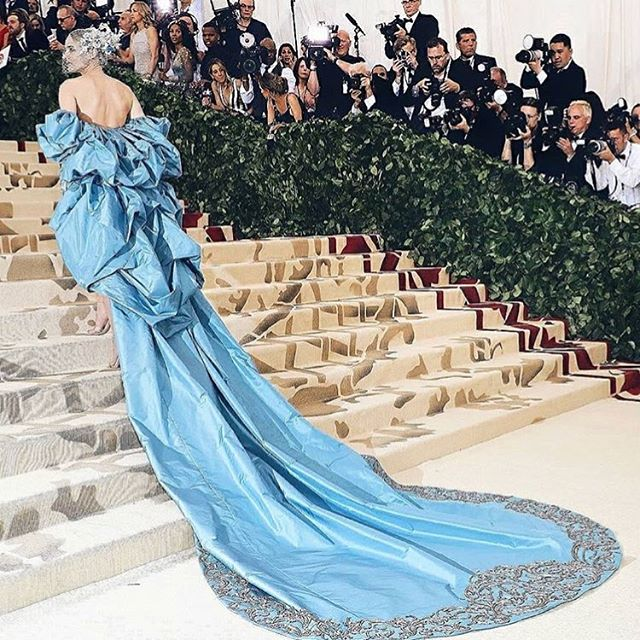 • MET GALA • Lady in blue; @dianekruger sporting a star studded @philiptreacy masterpiece ✨ 📸 @brianmeller #metgala #Metball #philiptreacy