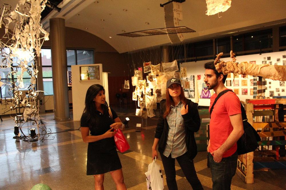 参观纽约的美术学院学生的毕业展