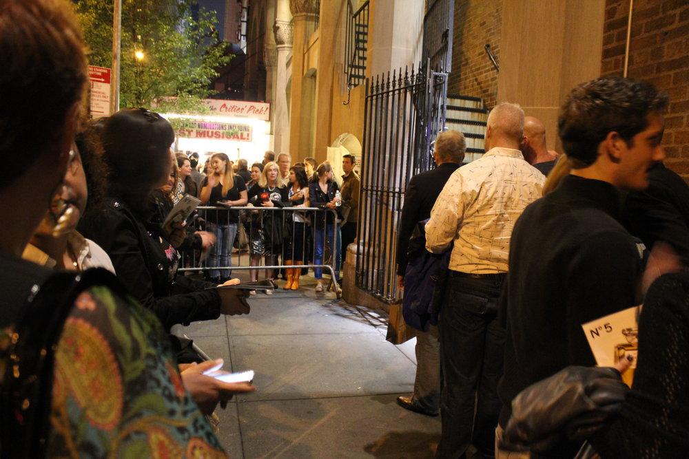 等待Broadway百老汇演员离场