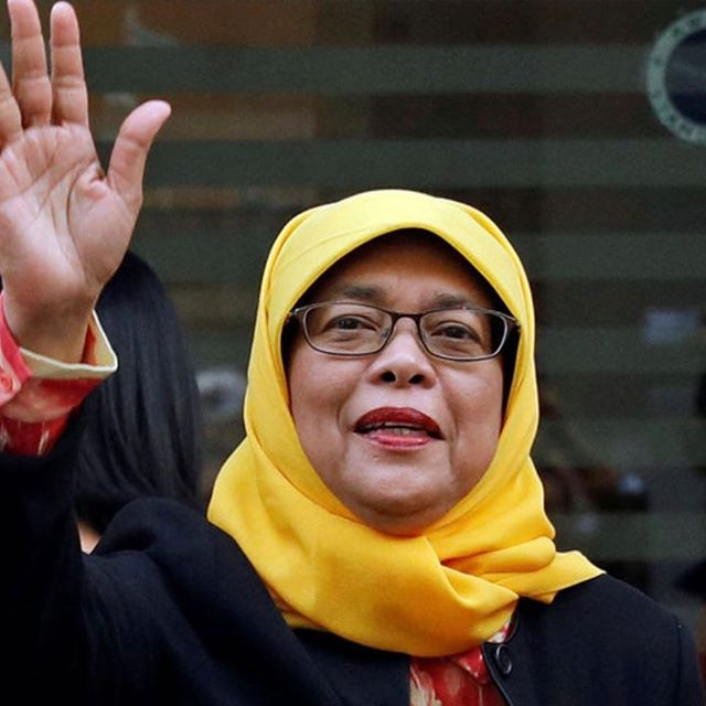 "This #hijab wearing Muslim woman just became Singapore's first female president! ‪""I am a president for everyone, regardless of race, language, religion or creed.""‬ read more: ‪http://www.aljazeera.com/news/2017/09/halimah-yacob-named-singapore-malay-president-170913073940319.html #Dare2BeBold ‬"