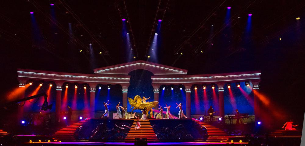 023_HR_Kylie-Minogue_Aphrodite_O2-London_110411_Photo_Ralph-Larmann_L1000911.jpg
