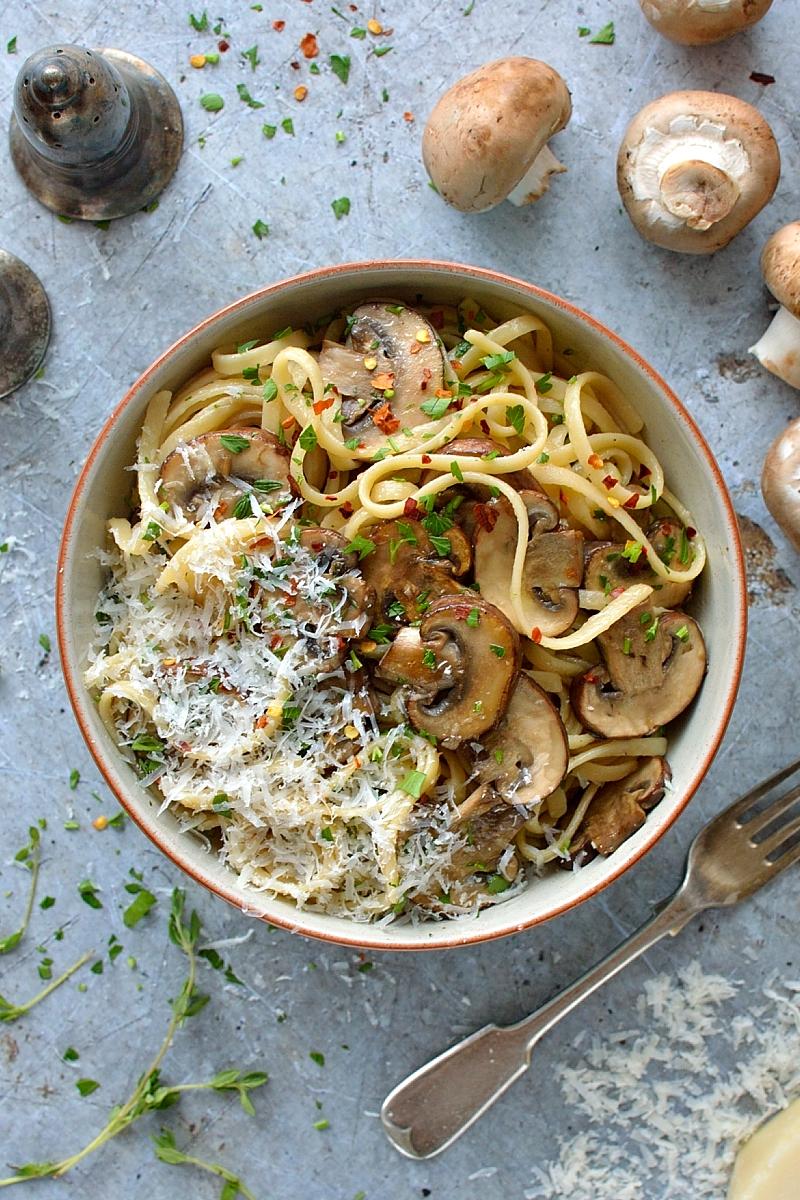 mushroom linguine - domesticgothess.com