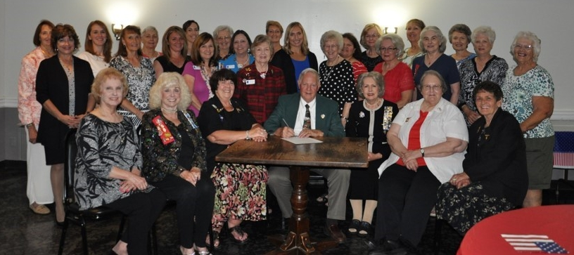 MOUNT CARMEL CHAPTER NATIONAL SOCIETY OF THE DAUGHTERS OF THE AMERICAN REVOLUTION. Mayor William C. Hudson, signing Proclamation observing CONSTITUTION WEEK SEPTEMBER 17-23, 2017