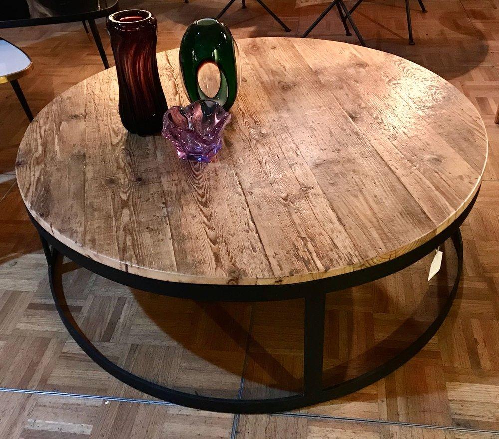 Mesa baja de pino y hierro