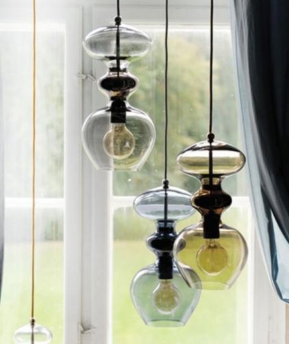 Lámparas de cristal en varios tamaños y colores
