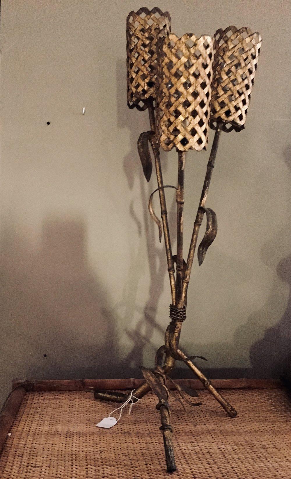 Lámpara de sobremesa hierro dorado