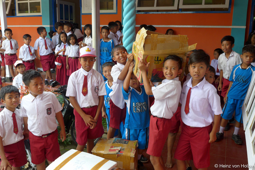 KI-School-donation-05_01_2016.jpg