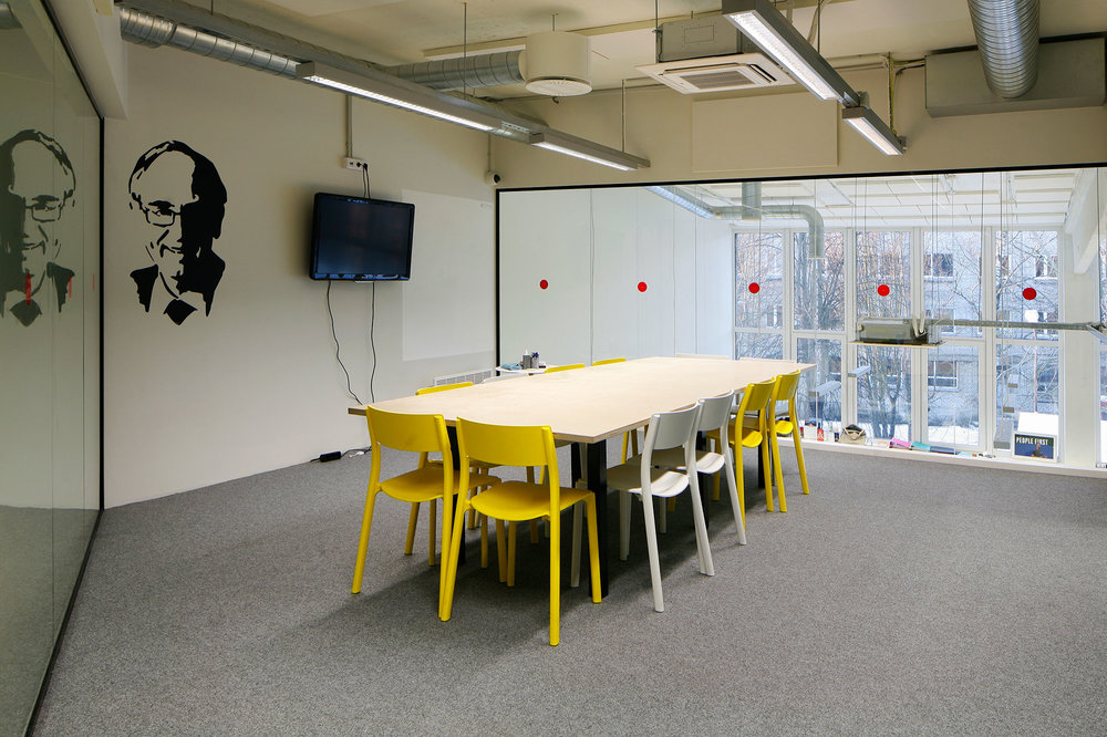 E. Lucas - Meeting room, up to 14 peopleWeekday (9am-5pm):€30/ 1hWeekday (5pm + after): €45 / 1h