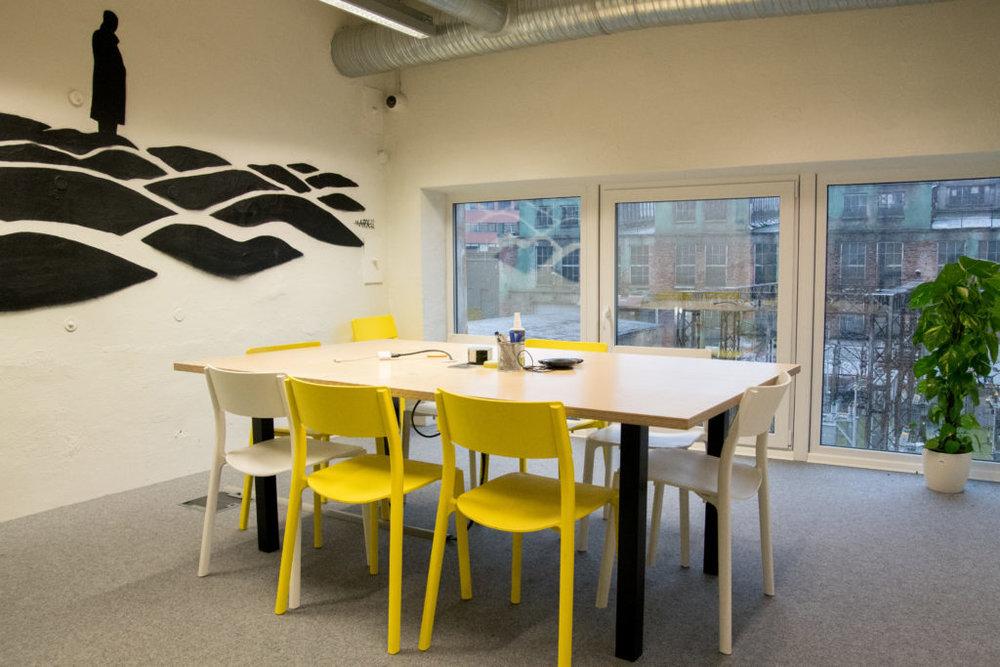 Stalker - Meeting room, up to 8 peopleWeekday (9am-5pm):€20/ 1hWeekday (5pm + after): €35/ 1h