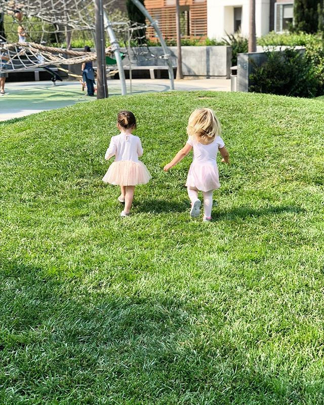 just a couple ballerinas bombing down hills 🏃🏻‍♀️🏃🏼‍♀️ #toddlers #endorphins #motherhoodunplugged #motherhood