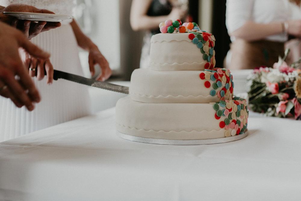 Cutting a wedding cake in De Machinist in Rotterdam, NL