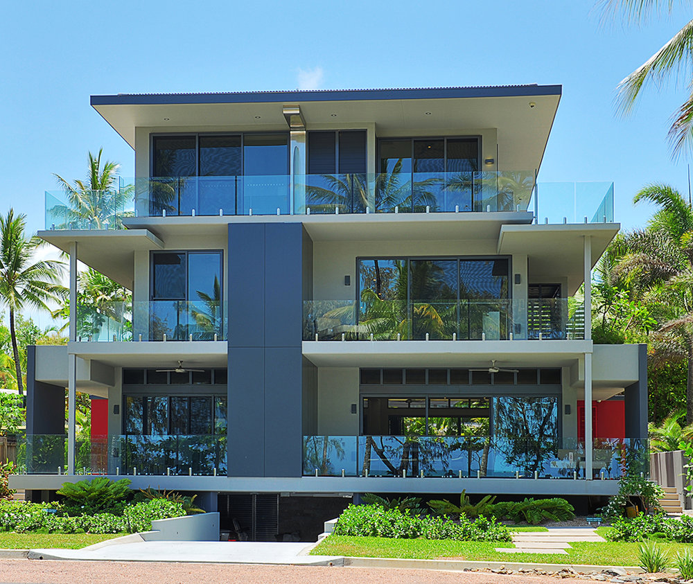 Port Douglas Esplanade    Multil level duplex facing beachfront