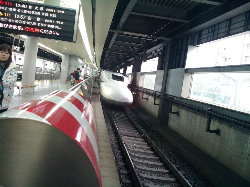 Shinkansen arribando a la estación