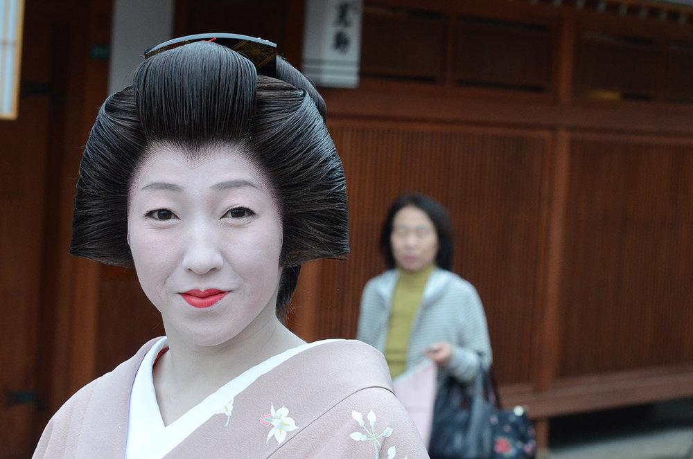 Geisha_en_Nishi_Chayagai.JPG
