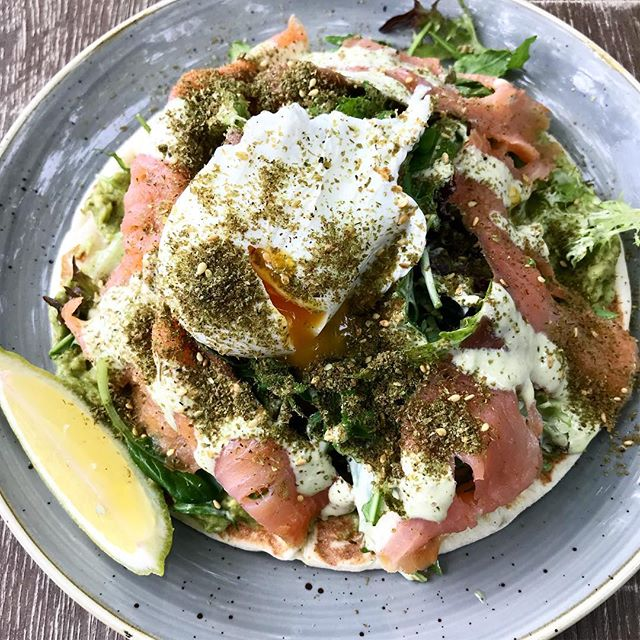 Walked all over Sydney yesterday and found a cute cafe that served this amazing flatbread with arugula, salmon, avocado + a poached egg! 🤤 I mean what's not to love?! 🙌 exploring more of this beautiful city today! Hope you all are having a great day! ✨ #thehealthyhaff #thehealthyhafftravels