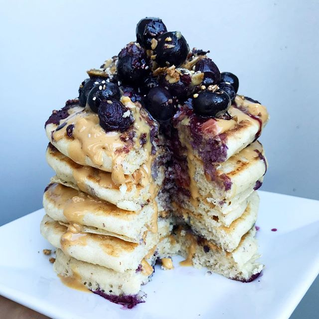 See ya, 2017! 🙌 this stack of pancakes and I are ready for the new year! 🥞 fluffy homemade pancakes with coconut flour, @crazyrichardspb creamy + crunchy peanut butter, blueberries, @purely_elizabeth + @salbachia chia seeds 🤤 grateful for this year and all the lessons + connections I've made! 🙏 here's to 2018! Happy New Years Eve! ✨ #thehealthyhaff