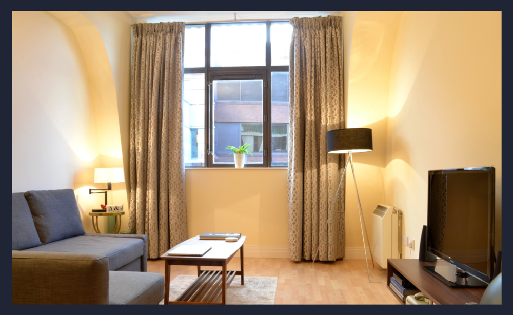 Fran was a really nice guy who went out his way to accommodate us last minute.The flat was in a great location just off Upper Street in Angel so perfect for restaurants, bars and tube etc. The flat is very nice and spacious.  - Anna & Jody