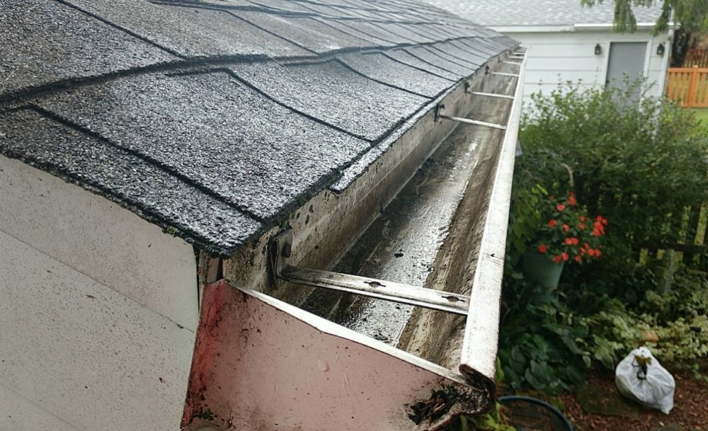 Cleaning-Gutter-2