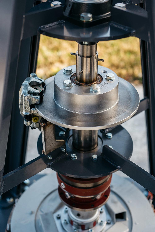 The safety break system for rapair time.  A biztonsági rögzítőfék javítás idejére.