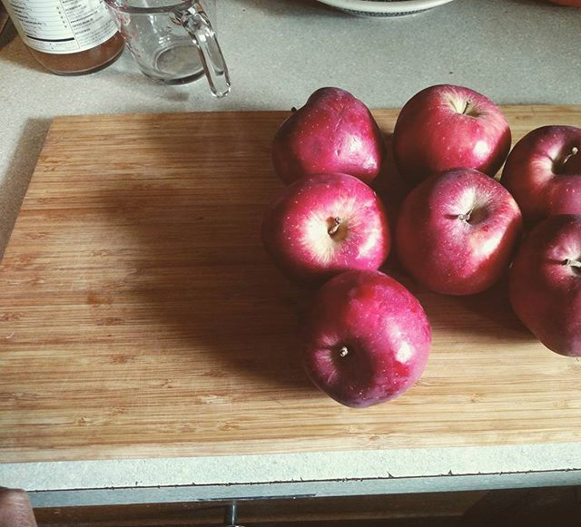Starting batch number 2 aka taking a computer break #foodeveryonedeserves #philly #october #2k17 #organicproduce #localproduce #apples