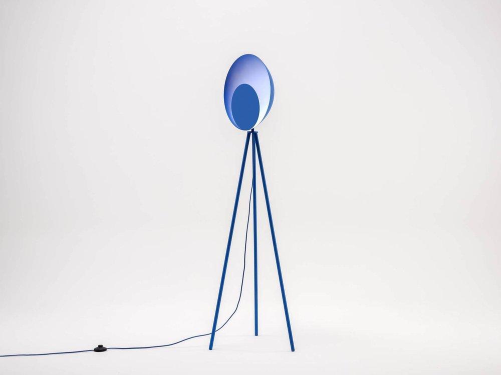Diffuser floor lamp in blue