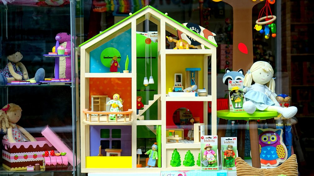 Dollhouse with many rooms