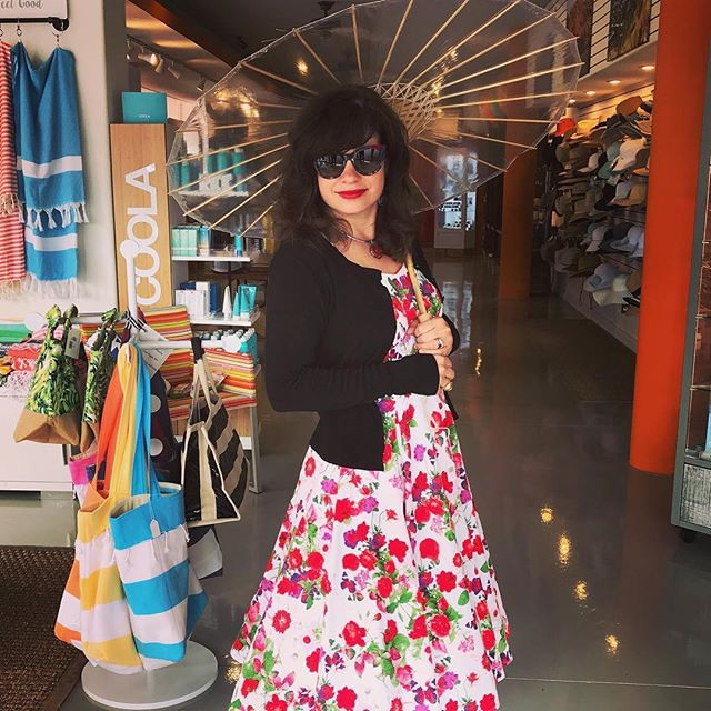 Ready for Spring!  #Repost @la_akua_palm_springs ・・・ My wife looking fabulous on the first day of #spring #palmsprings #laakuastore #desertlife #sunprotection #sunscreen #parasols #extrasmallclearbrelli