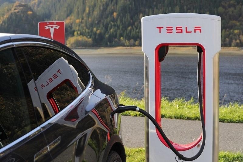 Tesla 4.jpg