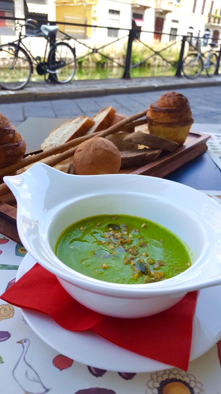 Al Pont de Ferr pea soup with house-made breads