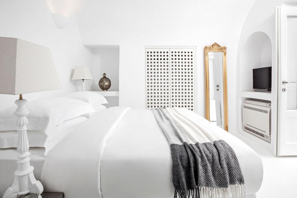Villa Erossea Bedroom.jpg