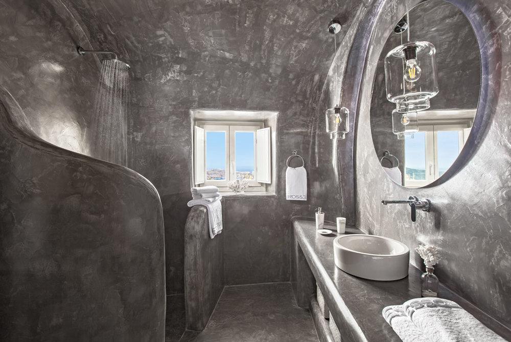 Villa Erossea Bathroom.jpg