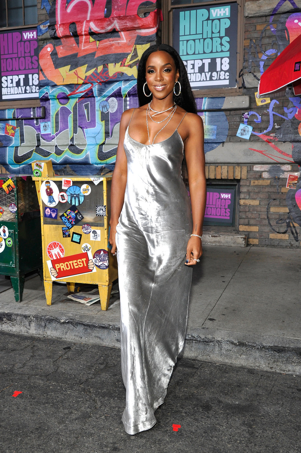 Kelly Rowland - Kelly's fashion sense defies any category she can be Chic to Bohemian, to Rock Star to cutting edge.