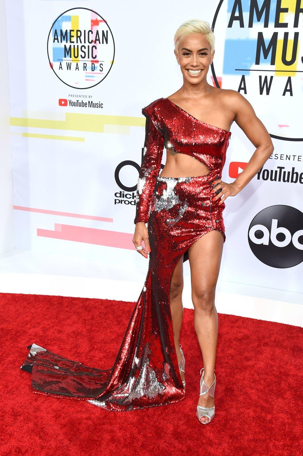 AMERICAN MUSIC AWARDS 2018 RED CARPET SIBLEY SCOLES.jpg