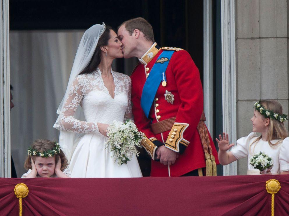 GTY_William_Kate_Wedding_Menu_cf_151027_1_4x3_992.jpg