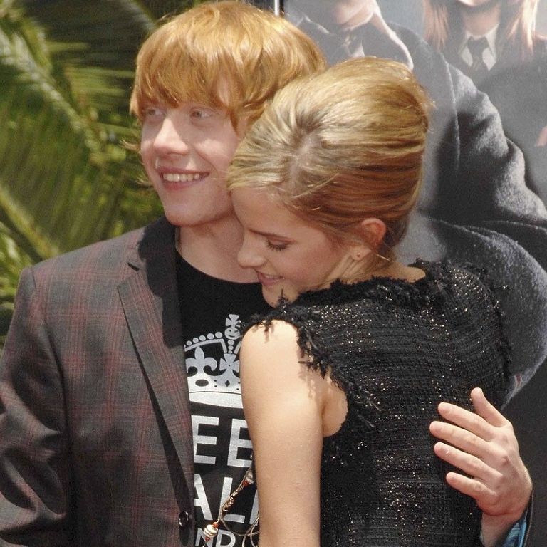 Ron-and-Hermione-Wallpaper-romione-25678642-1024-768.jpg