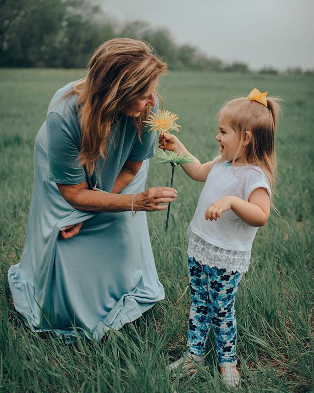 We wanted to share this lovely family photo shoot with you, guys! .🍃 . . . .  #Omaha #Nebraska #Apricity #Portraits #Photography #Instagood #fpme #livethelittlethings #littlethingstheory #lookslikefilm #omahaphotographer #nebraskaphotographer  #buildandbloom #canon #thefolkpr0ject #photo_collective #theportraitpr0ject #pursuitofportraits #discoverportrait #bravoportraits #portraitpage #portraitmood #kidsphotography #familyphotographer #omahaphotography #omahafamilyphotographer