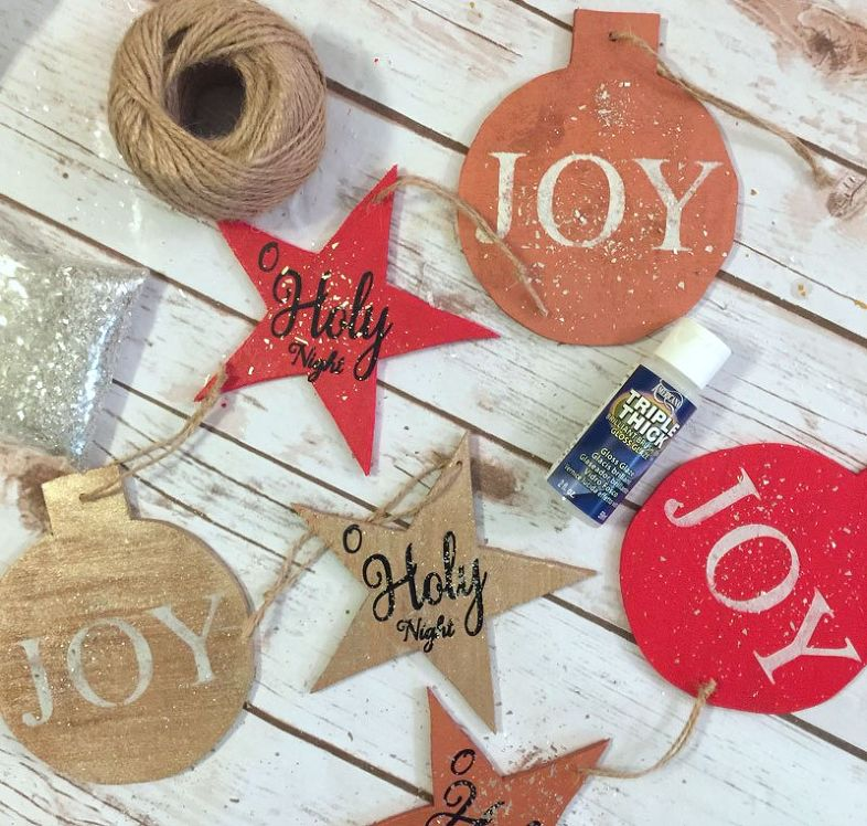 Pretty Wood Christmas Ornaments >