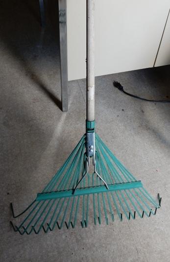 leaf rake.jpg