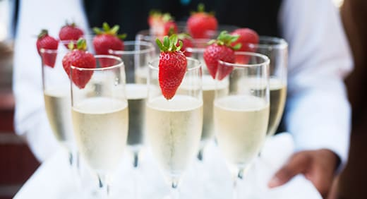 champagnetray-520x282.jpg